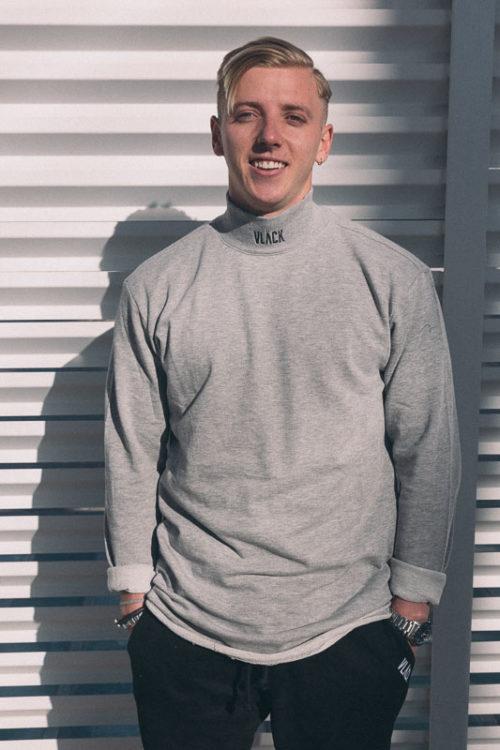 Camiseta LongFit Gris VLÄCK de algodón orgánico que crea unacomodidad super agradable. Una Prenda que fusiona elegancia y estilo.