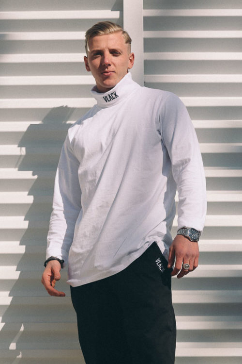 Camiseta Long Fit VLÄCK de hombre, manga larga, con cuello alto y logotipo bordado de alta calidad. Una Prenda que fusiona elegancia y estilo