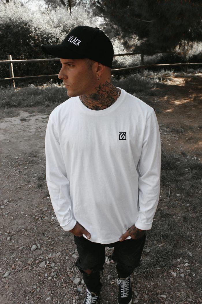 La Camiseta Vlack Apparel Algodón es súper cómoda, elegante y complementa perfectamente con cualquier outfit gracias al corte y versatilidad