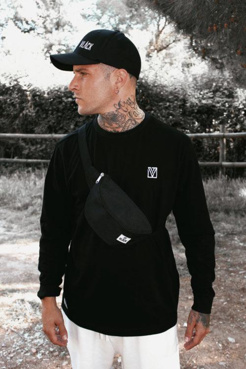 La Riñonera Vlack Apparel es uno de los grandes clásicos de ropa de calle y ropa deportiva, rompe los códigos chic y elegancia.